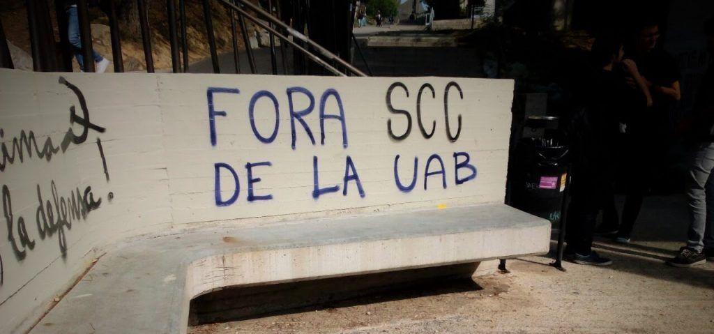 PIntada contra Societat Civil Catalana en la UAB