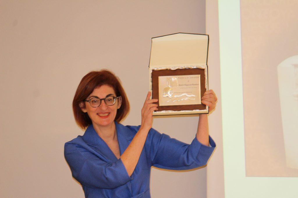 Maite Pagazaurtundúa recibiendo el premio a la Tolerancia