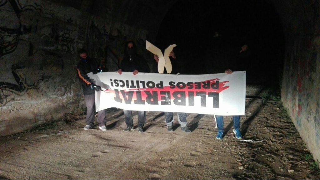 Pancarta retirada Libertad presos políticos Reus