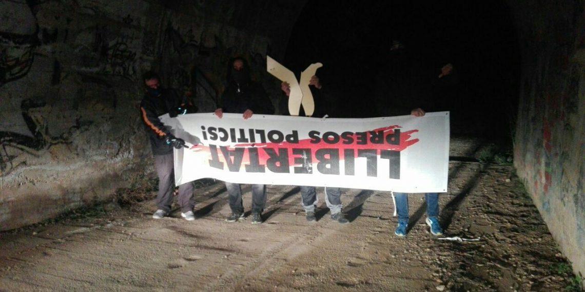 pancarta libertad presos políticos retirada