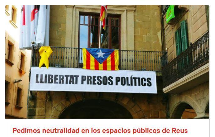 Pancarta Llibertat presos polítics en el Ayuntamiento de Reus
