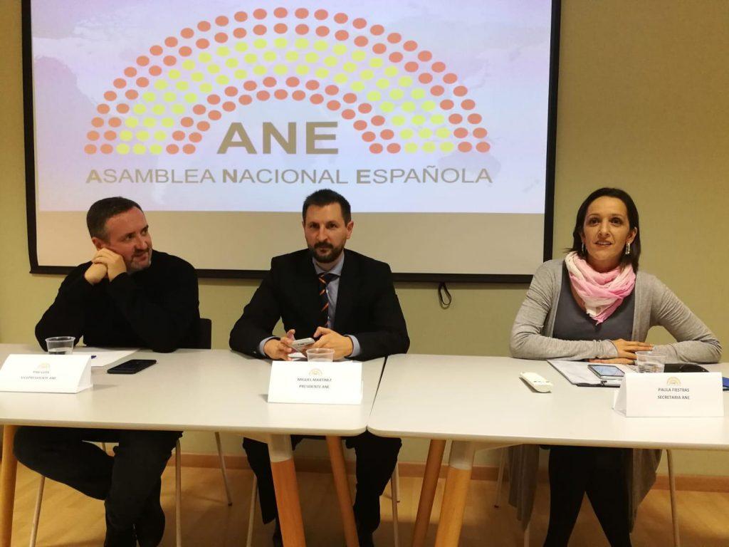 Presentación de la Asamblea Nacional Española en Reus (mesa)