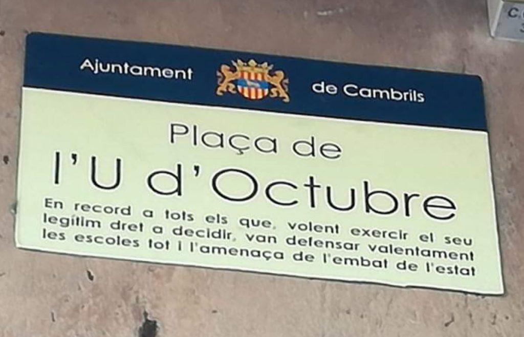Placa 'fake' del 1 de octubre colocada por los autodenominados CDR
