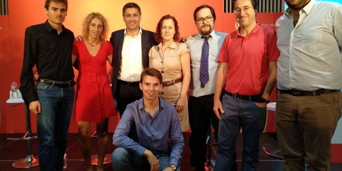 Socios de la agrupación local de Societat Civil Catalana en las Tierras del Ebro