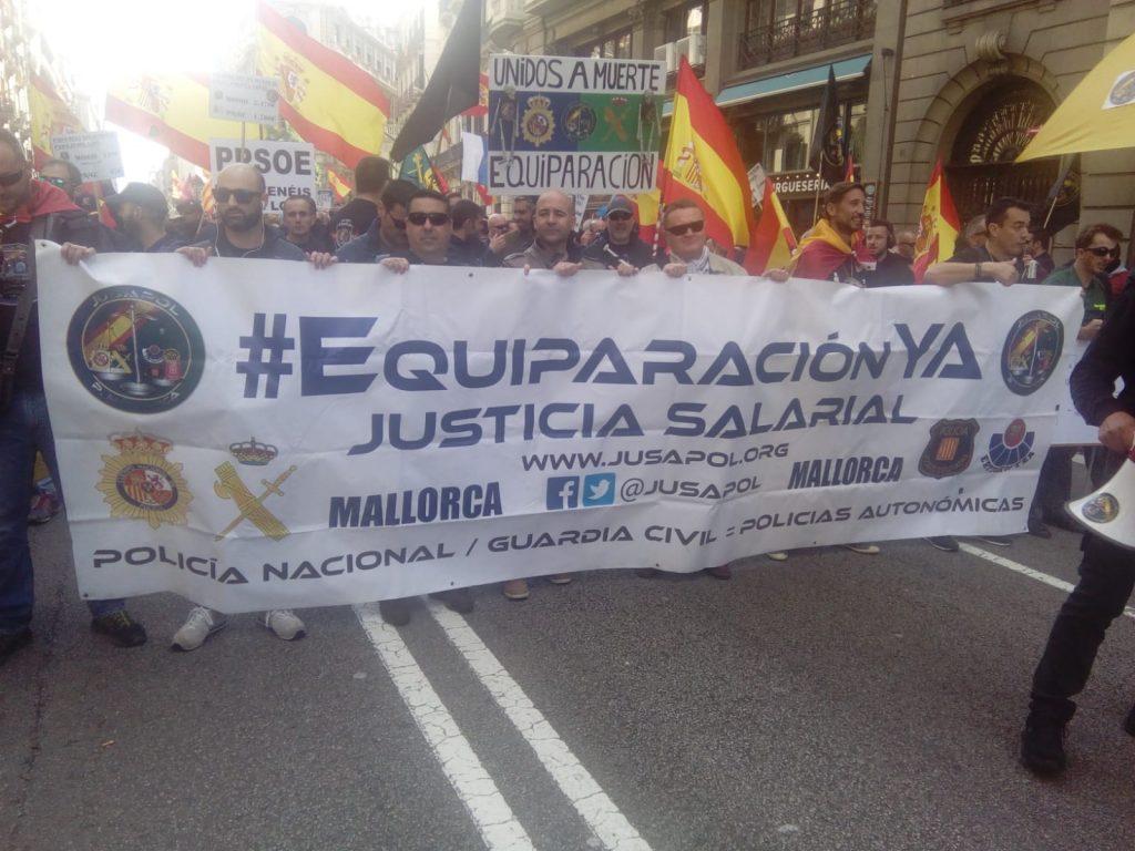 Los manifestantes de JUSAPOL, por el centro de Barcelona