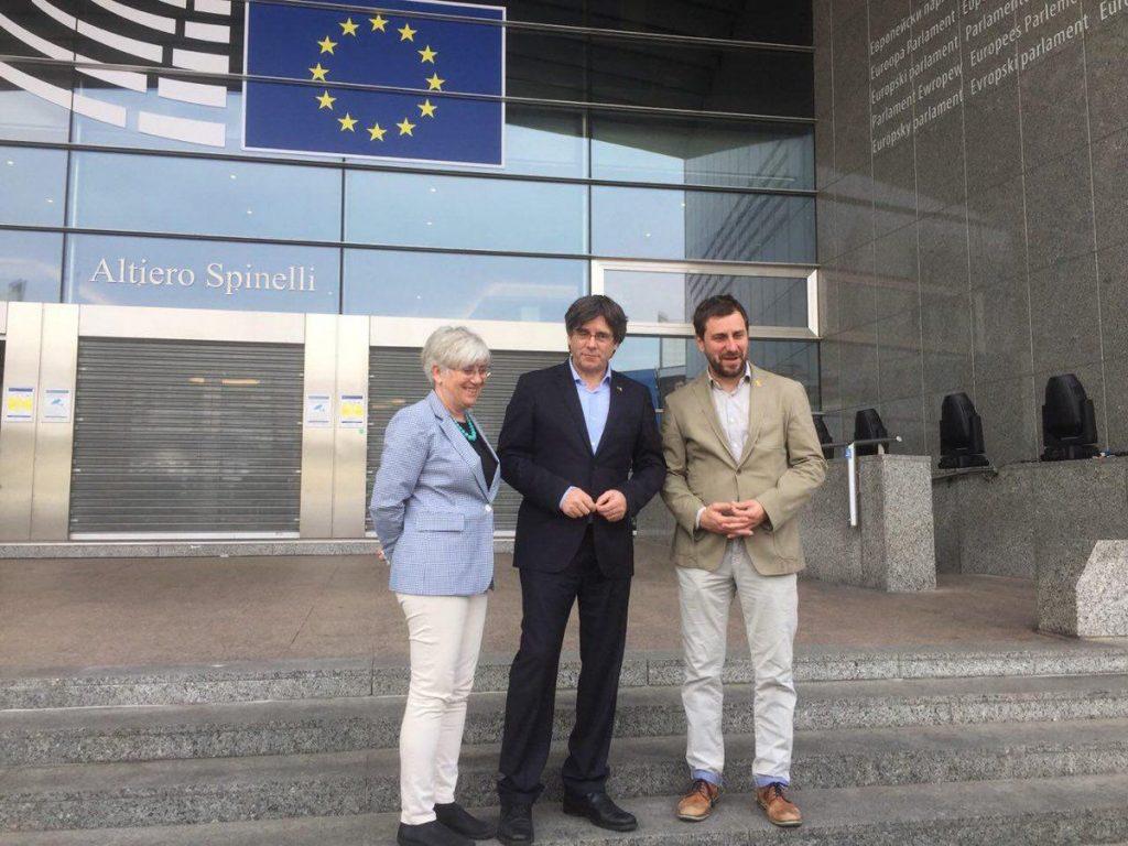 Clara Ponsatí, Carles Puigdemont y Toni Comín